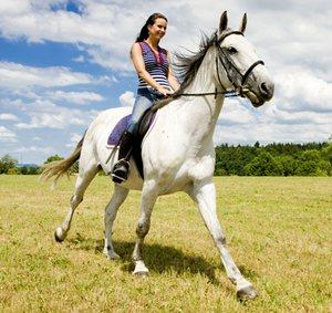 Чем полезна верховая езда для женщин